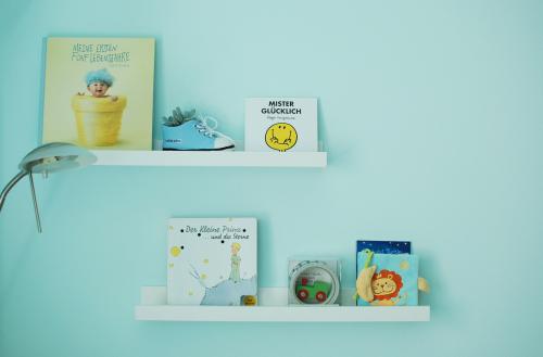 06-Babyzimmer-Bücherregale